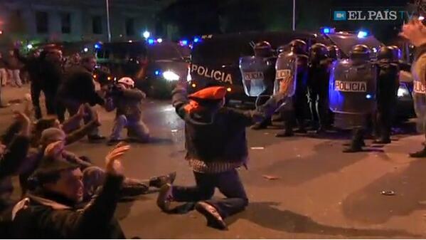 La UIP en nombre de Delegacion de Gobierno reventando manifestacion #EstoEs22M #AcampadaRecoletos http://t.co/jkray7CfFr