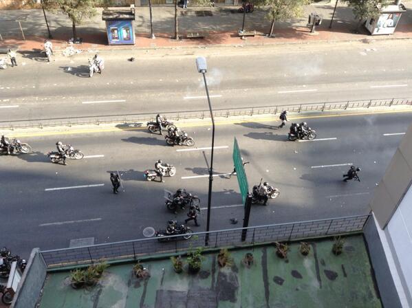 Volvió la guerra a Chacao! La PNB llegó para dispersar a los manifestantes 4:30 pm http://t.co/yS6tYC6utj