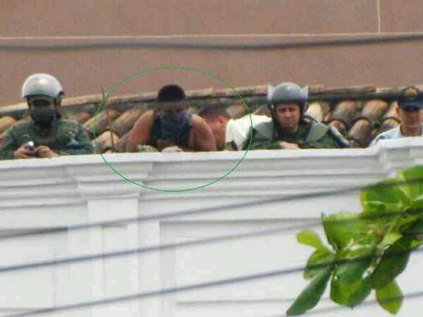 Esta foto fue tomada hoy en San Cristóbal y es la prueba de cómo querían emboscar la marcha. http://t.co/PjX4JAXvGz