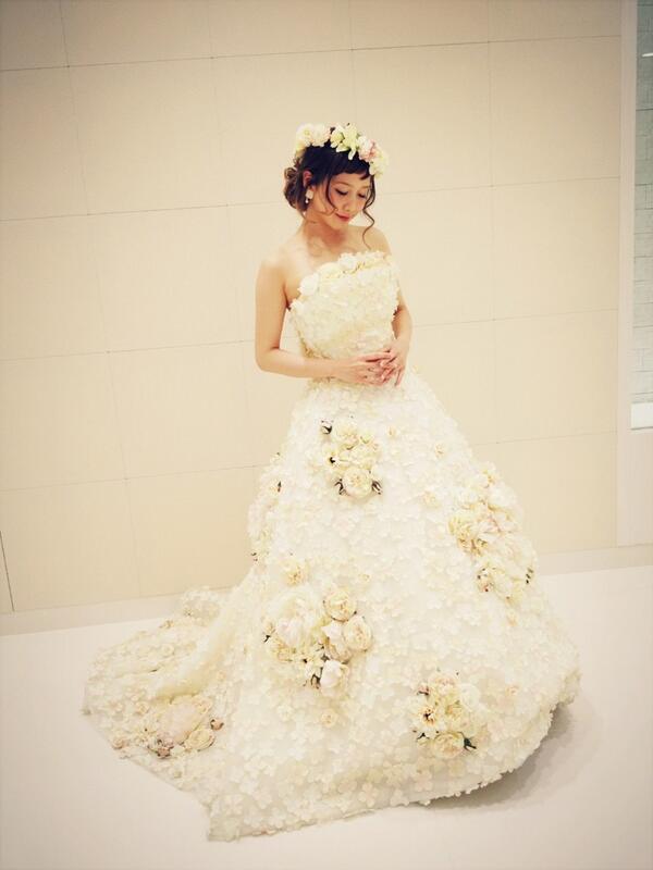イベント無事終了♡  ウエディングドレス二日間も着れてHappy♡ http://t.co/RyskvuYPFy