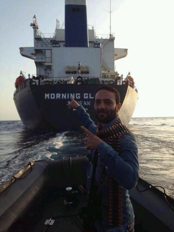 #الثوار_الحقيقيين لا يفوتون أي فرصة للتصوير. بحزام رصاص في اعالي البحار، #ليبيا http://t.co/MRLjzVguRn