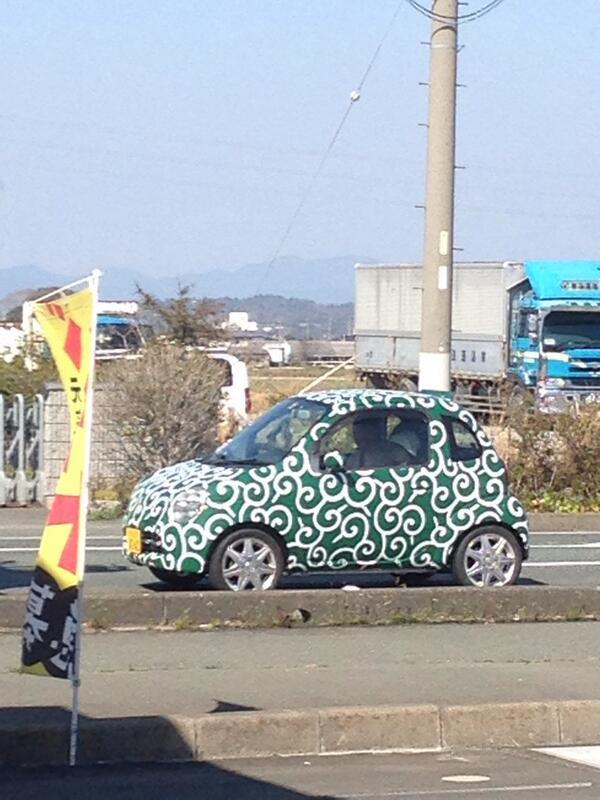 どえぐいカスタム塗装の車いたから思わず写真撮ってしまったのでございます。 pic.twitter.com/TrV8G4aeYf