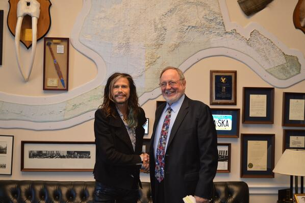 Steven Tyler @IamStevenT poked his head into my office lobby today to ask about my 1300 lbs AK Brown Bear on the wall http://t.co/QFWP2MnweD