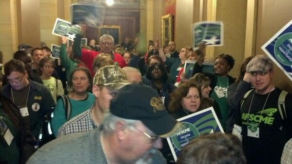 A large and vocal crowd of AFSCME members have gathered outside of the conf cmte hearing room in minimum wage. #mnleg http://t.co/u2gbyZ2CeZ