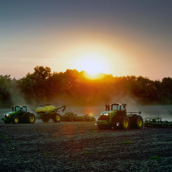 365 sunrises and 7 billion mouths to feed - Happy National @AgDay! #AgDay2014 http://t.co/jyQkbAAl8d