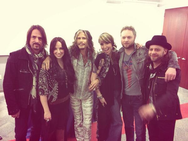 Loving Mary with Steven Tyler post show. It rocked baby!!!!! #blessed http://t.co/RJi8JFMm0z