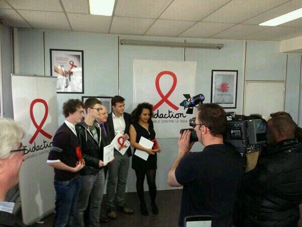 Les 3 gagnants du #ViHpocketfilm et @pvgberge . Un grand bravo à eux ! ( photo de @emmanuelmatt ) http://t.co/k5iqN7MqxD