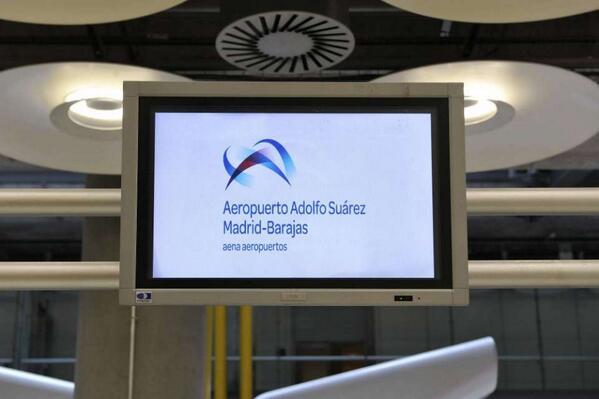 El aeropuerto de Madrid ya luce con su nuevo nombre Adolfo Suárez http://t.co/gDpGbVcdC2