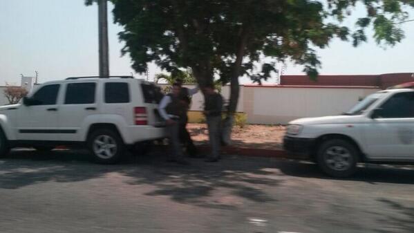 11:10pm Vecinos reportan presencia de autoridades del CICPC y Sebin en la Urb. Santa Cecilia #Cabudare #Lara http://t.co/ZEvAj5HHPJ