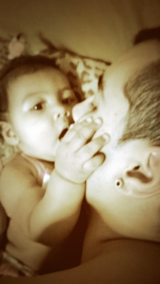 Nada mas lindo que el tierno beso de una hija  😍 http://t.co/oqOxLjXfNJ
