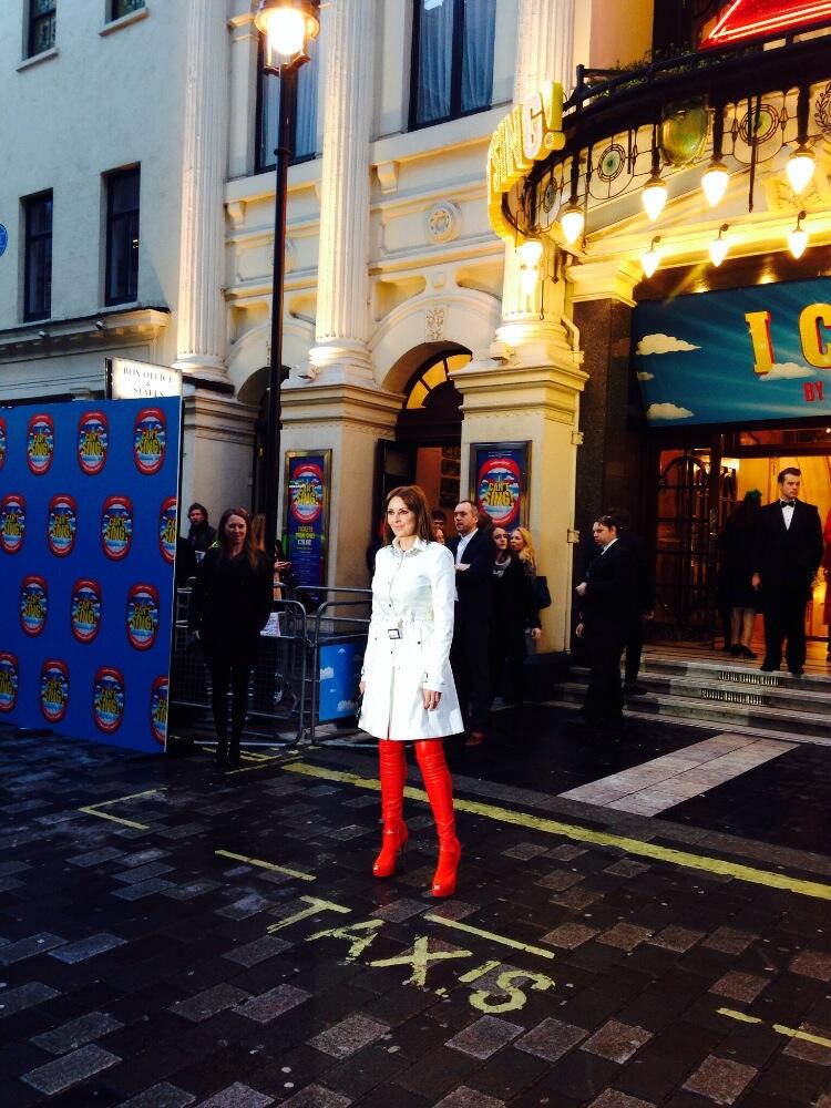 RT @icantsingUK: In our countdown to our Opening Night we have an ACTUAL #Countdown star in @carolvorders! RT: http://t.co/oiaYpR1U0I