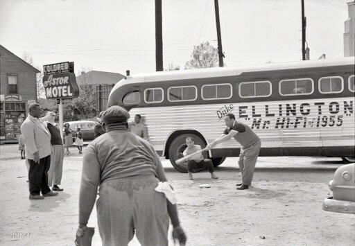 Duke Ellington and band play baseball in front of segregated motel while touring Florida, 1955 http://t.co/Aps7zlkWnF http://t.co/bawPT3PV25