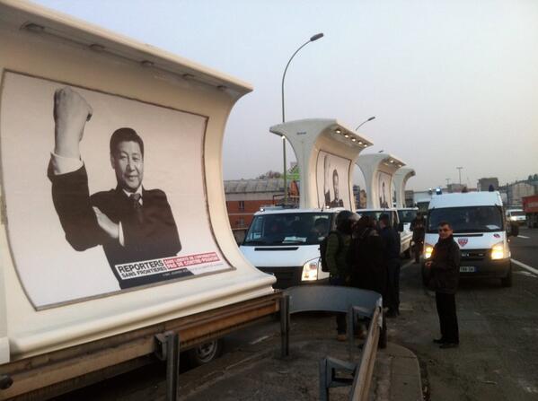 Camions de RSF avec Xi Jinping bloqués à l'entrée du périphérique ! http://t.co/ImZtpejeHA