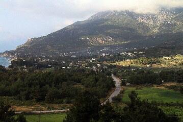 Latakia Offensive Stirs Dark Memories for Armenian-Syrians http://t.co/1uGBgncdLW http://t.co/EkE45XAPJu