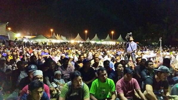 Ribuan rakyat Johor membanjiri himpunan Reformasi 2.0 di parit raja, Bt Pahat Mlm ini. Suara rakyat, suara keramat. http://t.co/d1Pw8GCQT1