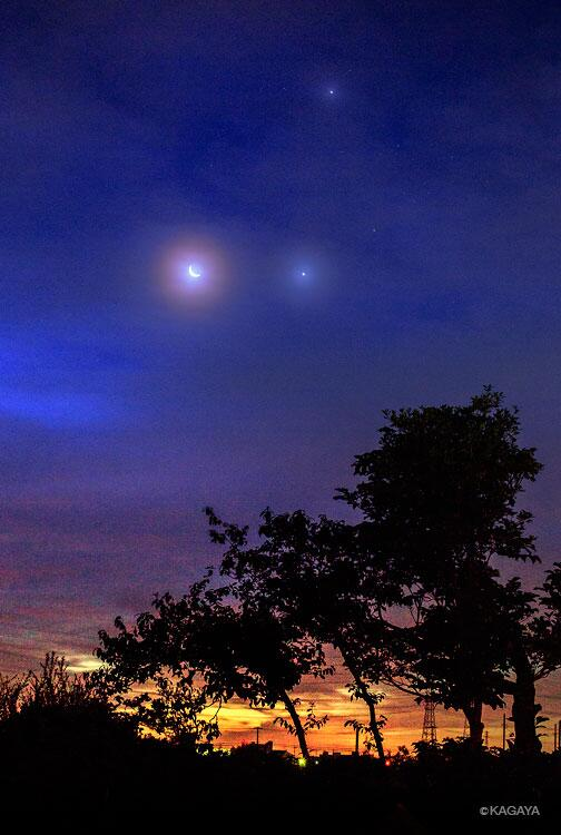 明日早朝にもこんな宝石のような光景が見られます。見頃はまだ暗い4〜5時、東の空です。 pic.twitter.com/sn6SoiHYvv
