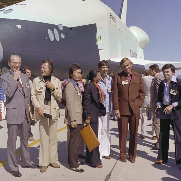 @StarTrek creator Gene Roddenberry and some of the principle cast in front of the #ShuttleEnterprise in 1976. #tbt http://t.co/UzBaFU4Obx