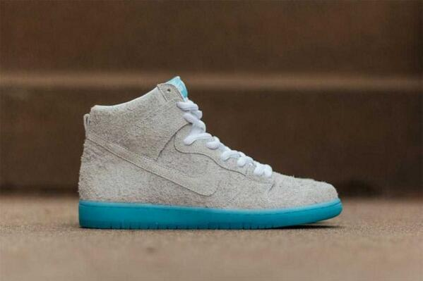 "Unfinished suede never looked this good. Nike SB x BaoHaus Dunk High ""Chairman Bao."" http://t.co/monrxOZcAD http://t.co/gQNvBlvAvR"