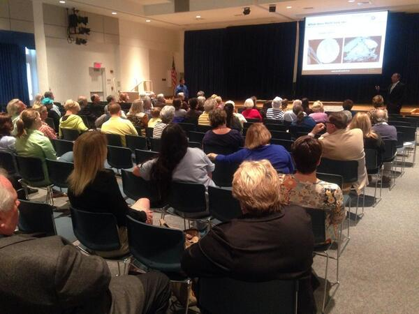 People listening to @MartinFLSheriff talk about what meth is and how it's used at town hall meeting. http://t.co/MQHRZGErqj