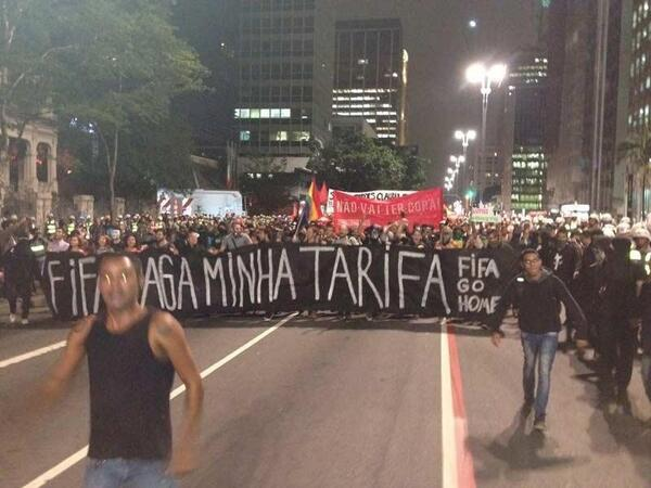 """FIFA, go home""... 4th anti-World Cup protest happening now tonight in São Paulo. Photo: G1 http://t.co/UElPGq7jQA"