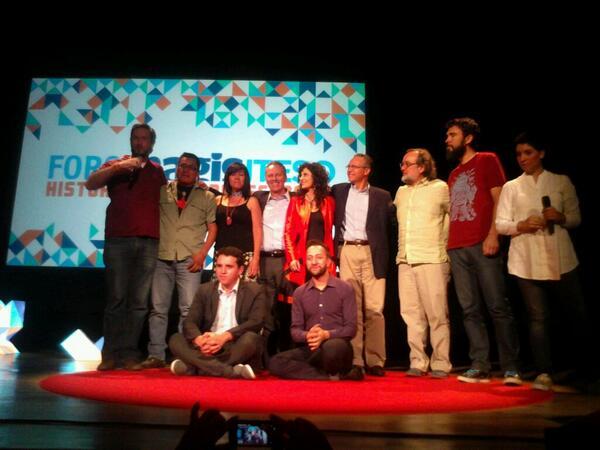 """""""@magisrevista La foto del recuerdo de la primera edición de #ForoMagis. http://t.co/n7q1qsX4k0"""" Buen evento, #Felicidades #Iteso."""