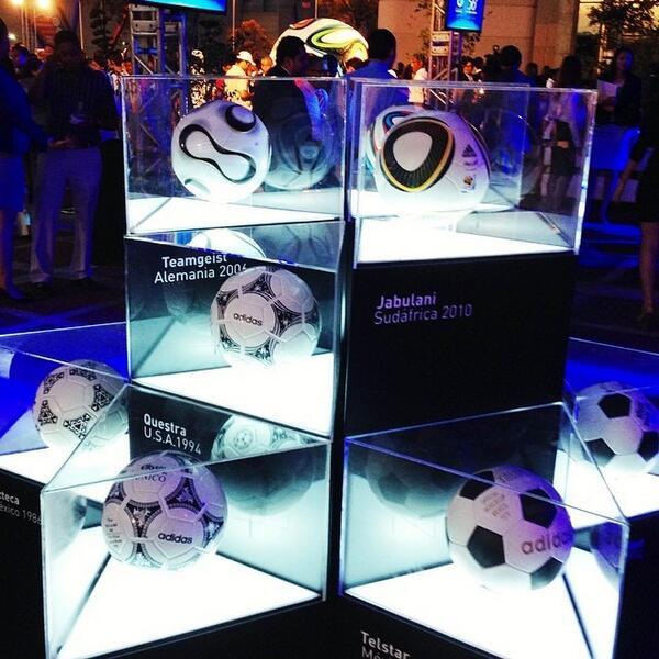 Exhibición de los 12 #balones históricos de #adidas utilizados en los últimos 12 mundiales de #fútbol, entre ello... http://t.co/Xi3VM1GCMa