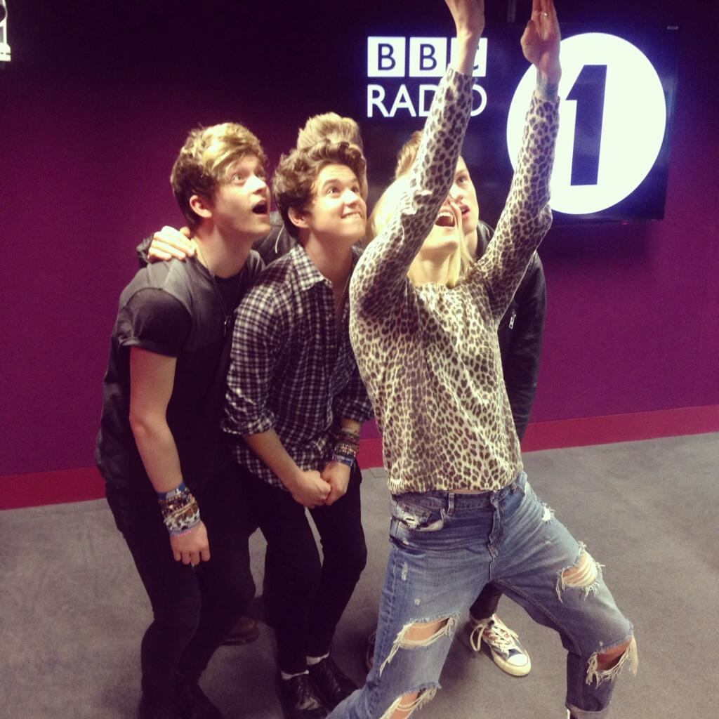 RT @TheVampsband: Just had a lovely chat with @Fearnecotton who's listening to our #R1LiveLounge ???? http://t.co/1K0F2UWXD6