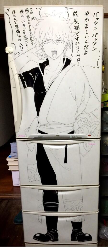 お姉ちゃんが冷蔵庫に銀さん描いてたァァァァァァ pic.twitter.com/K4KbMu6GaG