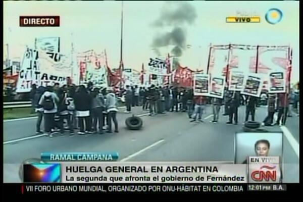 #Internacionales   Paro de transporte y piquetes durante huelga general en Argentina http://t.co/81hue1tuLj http://t.co/ZHdLXVXfiP