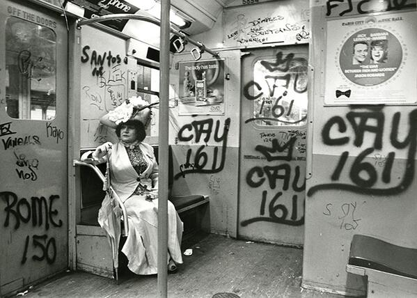 <3 these pics of vintage fashion+architecture by OG street photographer Bill Cunningham http://t.co/Pq8EPpUjod http://t.co/8I78tcs9Pq