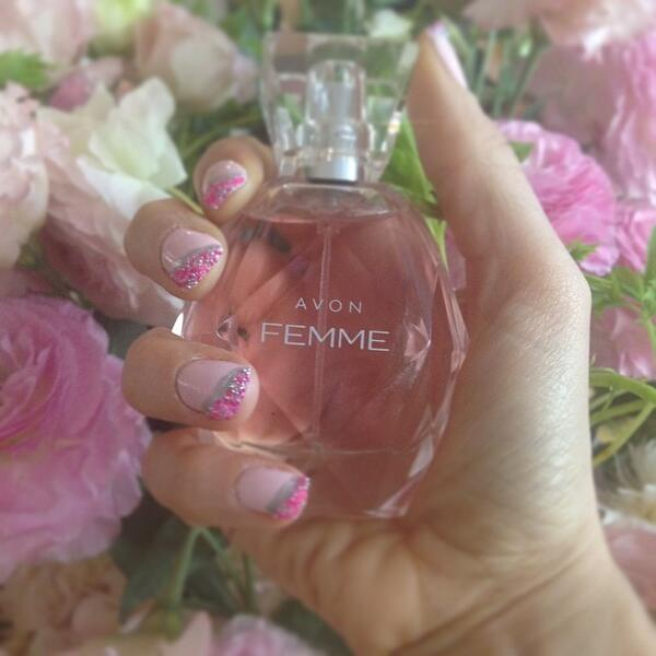 My fresh spring mani to celebrate @avoninsider's new Femme fragrance. #makesmeshine http://t.co/9XI1AfkoFh http://t.co/7XNVVgxS0D