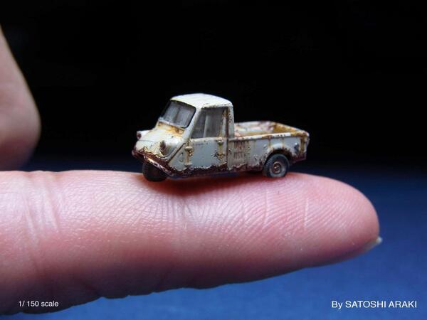 【Myジオラマ作品】 1/150スケールの 世界最小?廃車模型(マツダK360)。カッターの刃をプラ面にナナメに切り入れてめくり、錆びて塗装面がめくれたように加工する「ダイレクトカット」の方法はこんな小スケールでも再現する事が可能♬ pic.twitter.com/6TE5f9PQgW