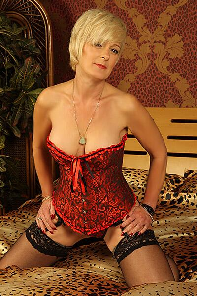 Mature Blonde Escorts 44