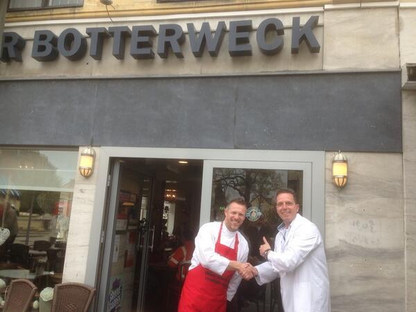 Botterweck in Valkenburg heeft de keus van Rob Geus binnen!! Top.. Ben je in het zuiden, ga zeker langs, top ijs #sbs http://t.co/Hlea8v1USW