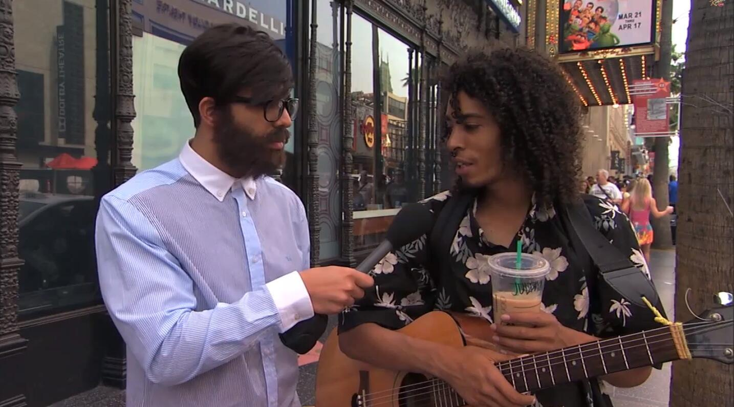 Drake Goes Undercover To Ask People What They Think Of Him And It's Beyonce Incredible http://t.co/oD9PhtMf5b http://t.co/JqCJ4GiiSS