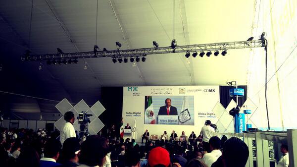 Tiene la palabra el Señor Carlos Slim #AldeaDigital http://t.co/oeOpQMZyvB