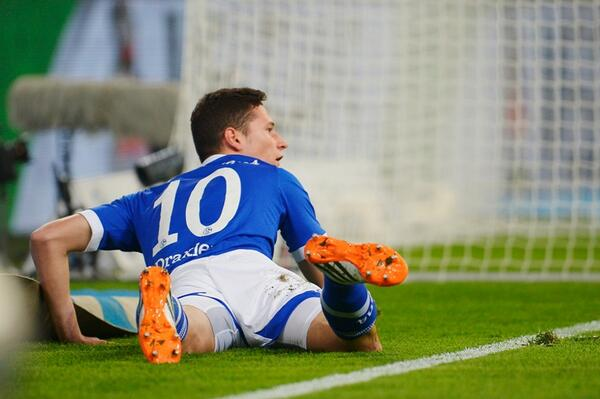 Schalke chairman Clemens Tonnies says Arsenal target Julian Draxler wont leave this summer