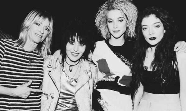 @Nirvana's lead singers for their #rockandrollhalloffame induction last night. #JoanJett #KimGordon #StVincent #Lorde http://t.co/hSEGM0VUNK