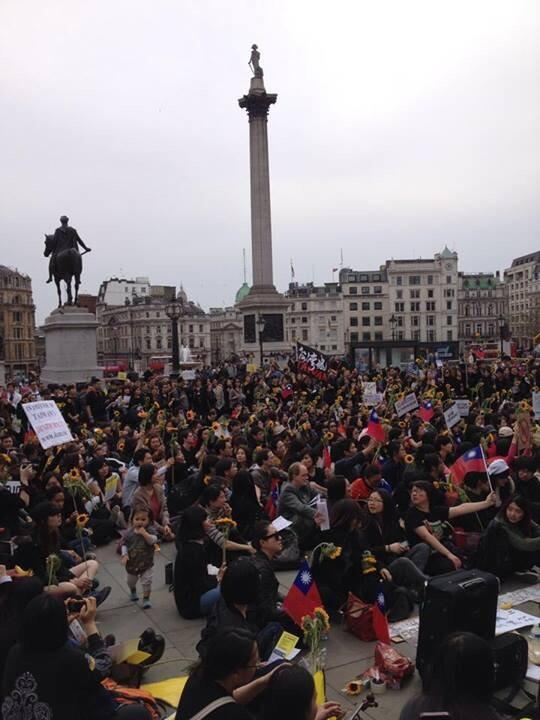 @FormosaNation @TaiwanVoice @savetaiwan2014 @taiwanews a picture from London based Taiwan protest #SunflowerMovement http://t.co/KOznytfj2h