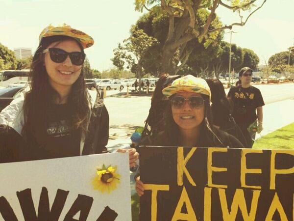 L.A. rallies to support the #SunflowerMovement in #Taiwan. Protect democracy! Protect freedom! http://t.co/rLRLlbinvn