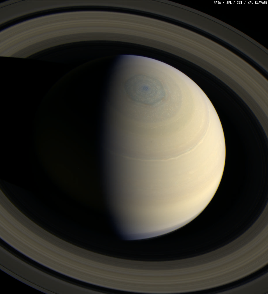 what color is saturn - 599×659