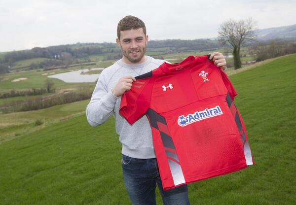 30,000 followers! RT & follow for chance to win signed @LeighHalfpenny1 shirt & overnight stay #30Kgiveaway http://t.co/hFddgVU4Od