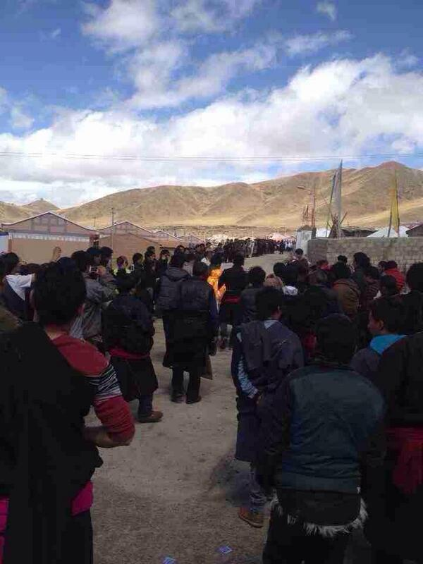 Tibetans welcome home writer Tashi Rabten (Theurang), editor of banned literary journal, after four years in prison http://t.co/Ypdyh0l7sm