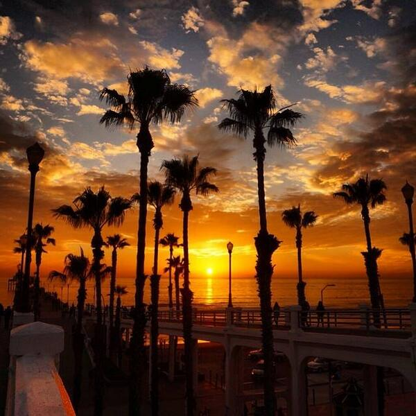 What a beautiful shot of the #Oceanside Pier at #sunset by Eileen Munoz! http://t.co/mh3TNn9RL2 #SanDiego http://t.co/aAwSCh1fUL
