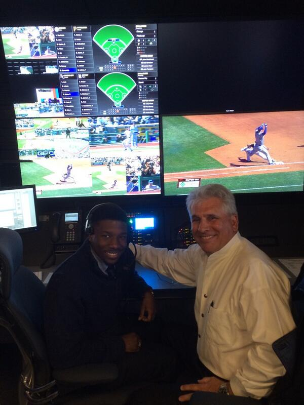 New @MLB replay's first shot was confirmed in @Cubs-@Pirates. Pic: MLBAM tech Timothy Akins w/ Umpire Larry Vanover. http://t.co/Tm5rfRxfyf
