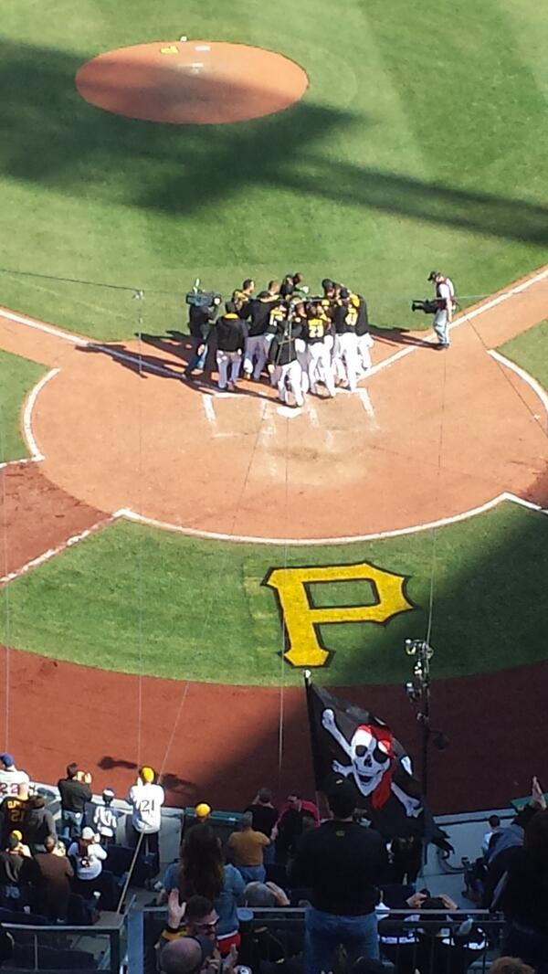 Your Bucs greet @NeilWalker18 at home after his shot to right. #Walkoff #HometownHomer http://t.co/0bBbkzYeJ7