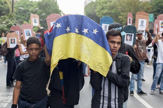 A pesar de diálogo, continúan protestas en Venezuela http://t.co/Y7nTJfChHx http://t.co/FGX05eCD6E