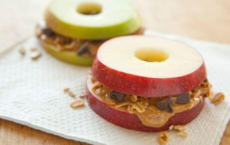 apple sandwich with granola, peanut butter, and chocolate chips. http://t.co/u7HUNvbRPe