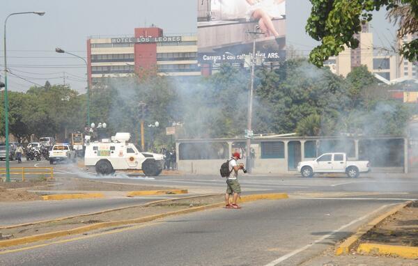 #1A BATALLA CAMPAL EN #Barquisimeto!!!   #1AParoNacional #LaMUDaMurióVivaLaResistencia http://t.co/kH4QTze7cp