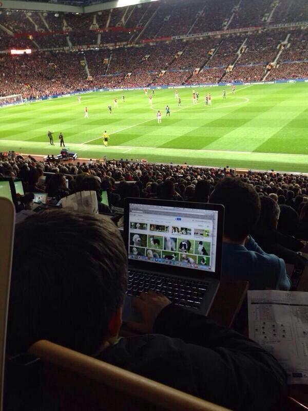 BkKRg8WCcAA6Fd2 Revoke his Press Pass! A journo is shopping online for dogs at Manchester United v Bayern [Picture]
